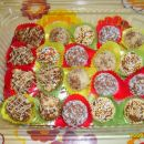 Čokoladne kroglice, kupčki s koruznimi kosmiči