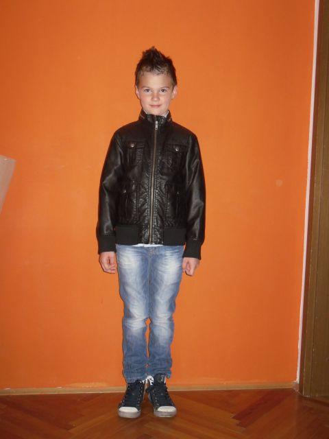 Jakna in hlače na manekenu :))