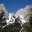 višje gori je še kar nekaj snega