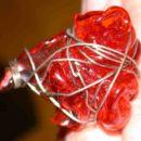 tic tac prstan iz topljene plastike in žičke