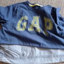 Majica GAP z rumenim napisom in sv. sive bermude Zara