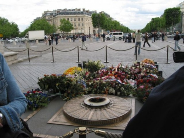 Paris: Arc De Triumpfe - večiti plamen