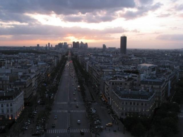 Paris: Arc De Triumpfe - pogled na jednu od avenija