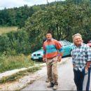 Nezakonito - na črno zgrajena cesta vikendaša na tuji lastnini - ob vikend naselju v Hramš