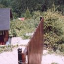 Nezakonito - na črno zgrajena  cesta na tuji lastnini ob vikend naselju  v Hramšah