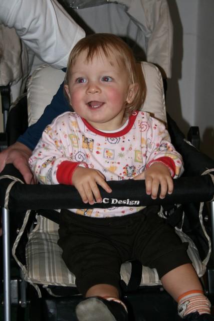 Aleksej v novem vozičku - foto