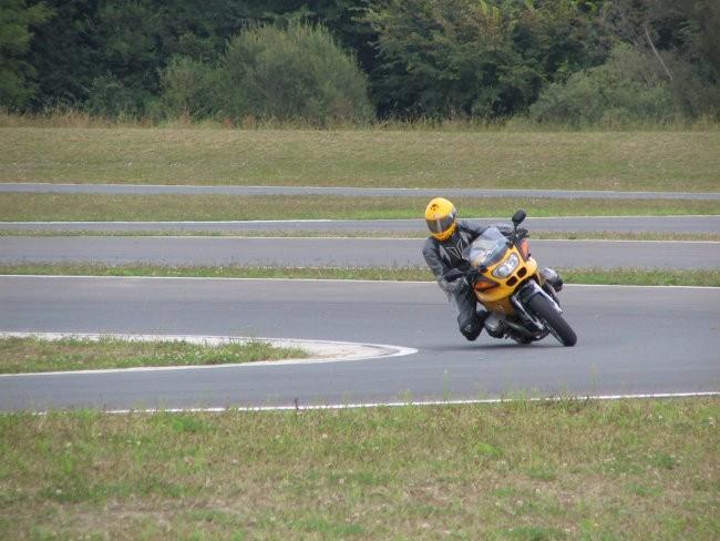 Moto - foto povečava