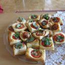 maslene blazinice s paradižnikom in mocarelo