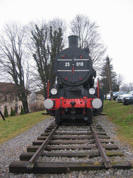 Parna lokomotiva 25-018 na postaji Črnomelj - foto