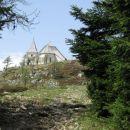 Cerkev sv. Uršule se že vidi.