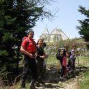Cerkev sv. Uršule na Uršlji gori v ozadju.