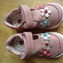 Novi usnjeni sandali 21; 18€