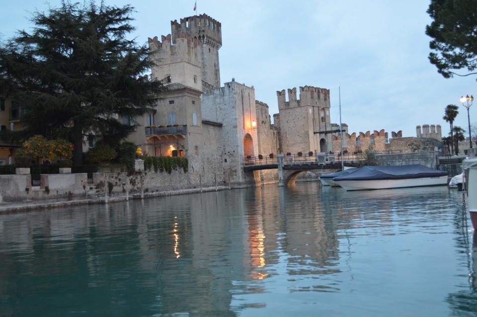 Sirmione -gardsko jezero italija - foto povečava