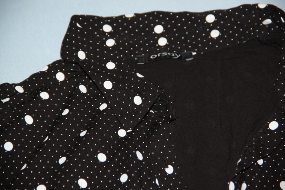 Ženska oblačila različne velikosti  - foto povečava