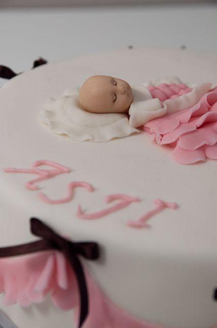 Dojenčica s tortice