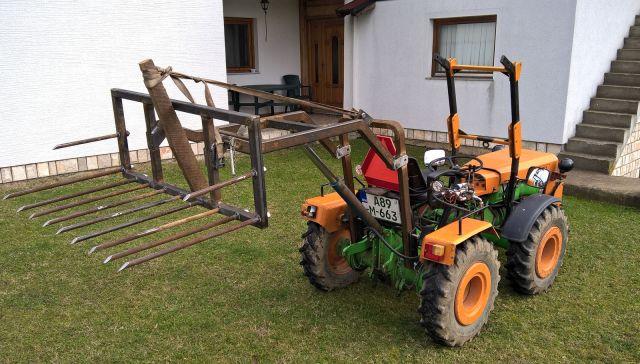 Zadnji traktorski utovarivač - Page 3 23427052