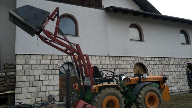 Zadnji traktorski utovarivač - Page 4 23467360