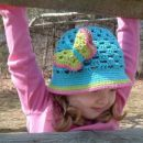kvačkan klobuček punčka
