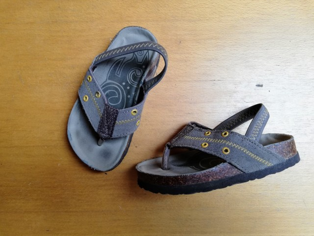 Sandali, natikači, japanke št. 23 = 2 eur