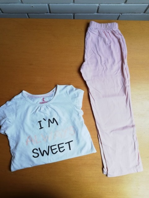 Pižama št. 110 - 116 = 2 eur