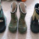 Gumijasti škornji, št.23, po 2,5 eur