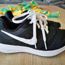 Športni copati Nike št. 35,5