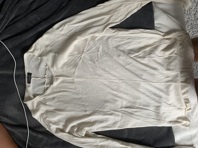 Puloverji, kavbojke, majice, kratke hlače... - foto