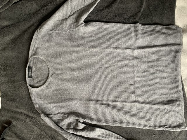 Zara pulover.