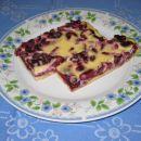 Pisana češnjeva pita.... mmmmmm, kako je bila dobra! Izginila je hitreje kot pa sem jo pek