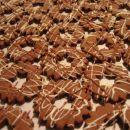 Kavno/čokoladni preprosti piškoti s kulinarika.net - pošpricani z belo in nougat čokolado