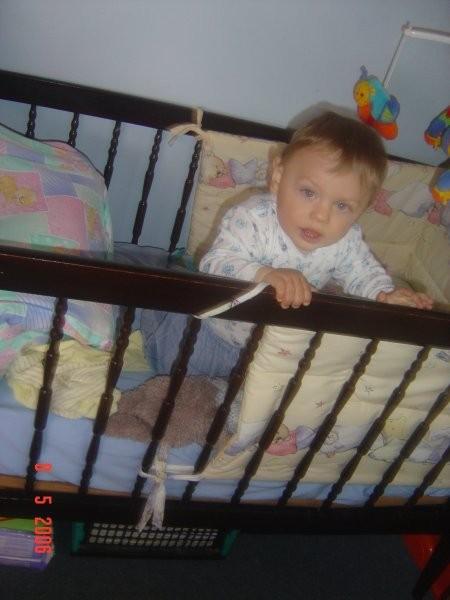 Ko sem prvič sam vstal ob ograjici posteljice