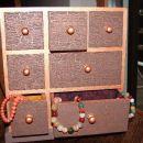 Predalnik za nakit (akrilne barve, razpoke)