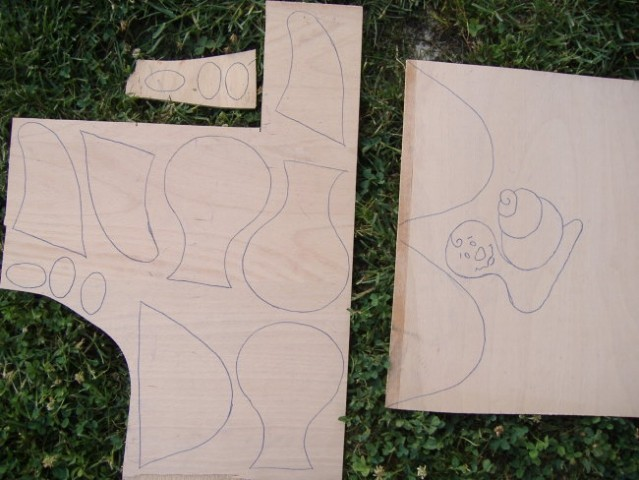 ... ena prazna iverna plošča. S pomočjo indigo papirja so se na njej pojavili obrisi treh