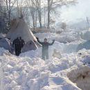 Med temi kupi snega bomo postavili šotore.