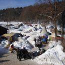 Nekje tukaj je naš šotor.