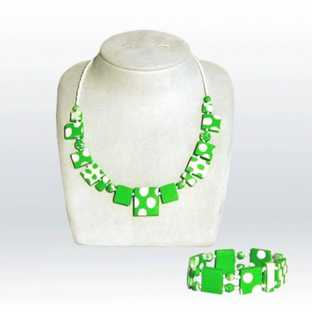 Zeleno bela
