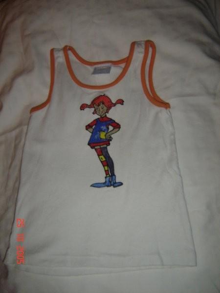 Ta majica je bila pa že tokrat oprana, da se čudim, da se še ni bolj sprala- folijske barv