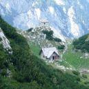 Stara Kocbekova koča i kapelica