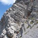 Stijena po kojoj je spelana pot na Rjavinu