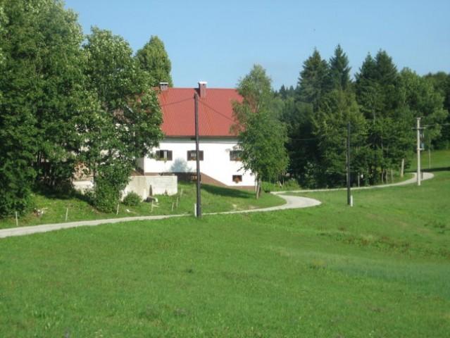 Lepo urejeno Vojsko (najvišje ležeča vas v Sloveniji)
