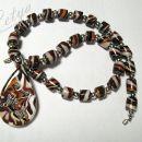 ogrlica iz fimo delčkov in srebrnih plastičnih perl - nosi jo Nelya