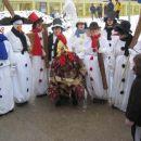 snežaki so vzgojiteljice v vrtcu, kura je pa župan(vsako leto je kura) =)