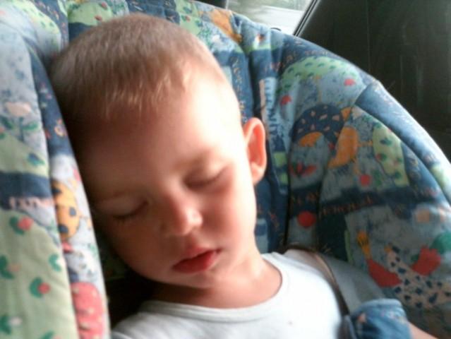 Ko se vozmo na morje... mali spi brez dude, napredek... =)
