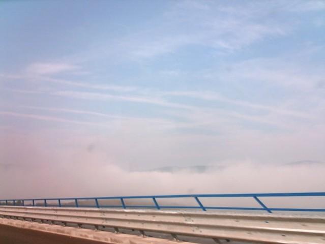 Megla, ko smo se vozli proti morju, po viaduktu =)