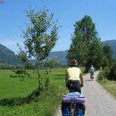 skoraj vso kolesarsko pot se vozi po kolesarskih cestah, kamor avtomobili ne smejo