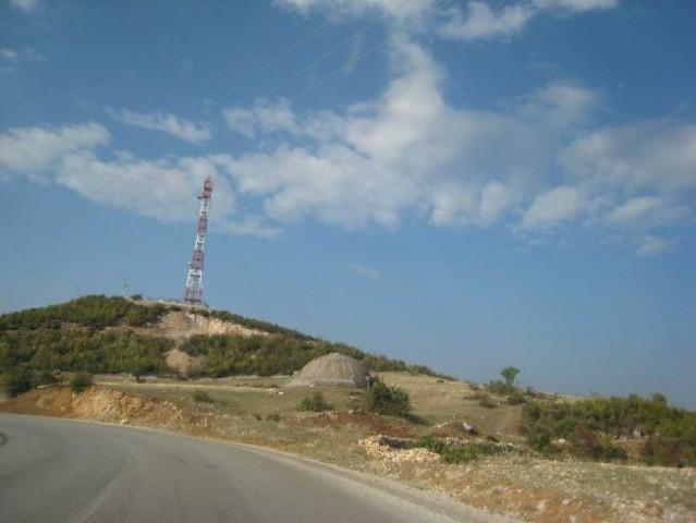 Albanija - dežela bunkerjev. Albanijo sva tokrat prevozila na relaciji Struga-Elbasan-Tir