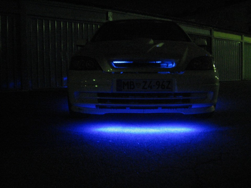 osvetlitvev podvozja in motornega prostora Opel Astra