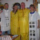 pa še moja poganjena družina doma... :D (vse obleke so bile tudi darilo afriških staršev..
