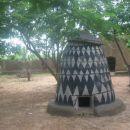 kašča (shramba) v tradicionalni vasici v pagi
