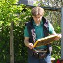 večkrat je potrebno pregledovat čebelje sate
